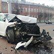 В Витебске Audi Q7 протаранила ограждение церкви. Водитель госпитализирован