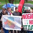День воссоединения Беларуси: минчане пришли к зданию посольства Польши, чтобы заявить о своей позиции