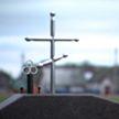 Семья построила дом в деревне и узнала, что рядом будет кладбище