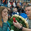 На «Минск-арене» во время хоккейного матча парень сделал предложение своей девушке