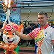 Сергей Вязович пронес «Пламя мира» по сборочным цехам МАЗа