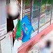 В Минске задержали парней, сорвавших флаг с административного здания