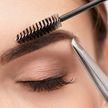 Женщину изуродовали в салоне красоты: британка лишилась брови