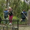 «Мы помним»: молодёжь наводит порядок на Козыревском кладбище Минска