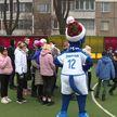 Представители Федерации легкой атлетики и ФК «Динамо» поздравили воспитанников минского детского дома с Новым годом