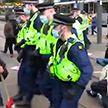 Протесты против закона о расширении полномочий полиции продолжаются в Великобритании