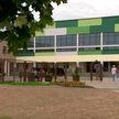 Бассейн, два спортзала, кулинарные мастерские: новая школа открывается в Лошице