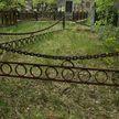 Двое мужчин  зарабатывали похищением цепей с оград на кладбищах