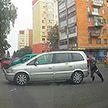 Очевидец остановил неуправляемый автомобиль в Гомеле