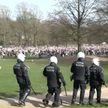 Европейцы протестуют против коронавирусных ограничений. Демонстрации заканчиваются стычками с полицией