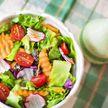 Чем лучше всего заправлять салат? Рассказала врач