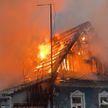Женщина погибла при пожаре в частном доме в Минске, мужчина успел выпрыгнуть в окно