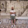 Мужчина затеял ремонт и обнаружил в своём доме архитектурное достояние XIV века