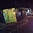 Автобус Вильнюс–Минск ночью съехал в кювет и лёг на левую сторону: 17 человек пострадали