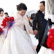43 пары поженились на международном фестивале снега и льда в китайском Харбине