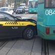 Такси врезалось в трамвай на ул. Долгобродской в Минске