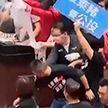 Тайванские депутаты закидали друг друга свиными потрохами