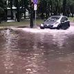Шквалистый ветер и ливни с грозовыми разрядами обрушились сегодня на Беларусь