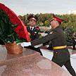 Александр Лукашенко возложил цветы на площади Независимости и к памятнику Каримову в Ташкенте во время официального визита в Узбекистан