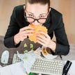 Ешьте чаще! Длительные промежутки между приемами пищи на работе ведут к язве
