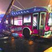 В Гомеле на троллейбус упал столб после ДТП с двумя легковушками, есть пострадавшие
