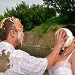 Только не здесь! Самые странные места для свадьбы - вы только посмотрите на пятое фото!