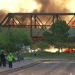 В Аризоне уже сутки не могут потушить горящий товарный поезд с химикатами