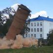 Водонапорную башню в аварийном состоянии взорвали в Пружанах (ВИДЕО)