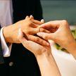 «Ты женишься на мне?»: девушка подарила возлюбленному иномарку и дом ради замужества