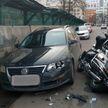 Мотоциклист выехал на встречку и столкнулся с легковушкой в Минске