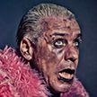 Солист группы Rammstein сломал челюсть поклоннику