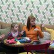Достойные Ордена Матери: женщины, спасающие младенцев с помощью вязальных спиц и воспитывающие своих и приёмных детей