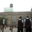«Хотел попасть в новости»: в Лондоне судят подростка, который сбросил ребёнка с балкона галереи
