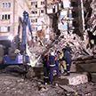 Обрушение стены разрушенного дома в Магнитогорске попало на камеру