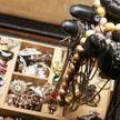 Сотрудники ювелирного магазина приняли грабителя за шутника (ВИДЕО)