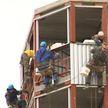 «УКС говорит, что поднимет цену. Сильно». Дольщики пятый год ждут завершения строительства многоэтажки в Витебске