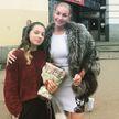 Волочкова удивила своих фанатов: королева шпагатов разгуливала в шубе летом
