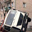 В Минске самосвал упал в яму во время ремонтных работ – его вытаскивали краном