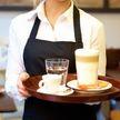 Официантка показала разницу между взрослыми и молодежью в заведении. А как поступаете вы?