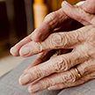 Больше 115 тысяч пожилых людей получили помощь от социальных служб и активистов