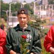 «Беларусь помнит»: Владислав и Анна Гончаровы возложили цветы к стеле Победы в Витебске