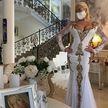 Собралась замуж? Волочкова выложила фото в свадебном платье и похвасталась маской в стразах
