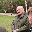 «Порядок надо навести в стране, чтобы потом локти не кусать». Лукашенко посетил Наровлянской район
