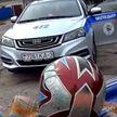 Сломал руку инспектору ГАИ мотоциклист-бесправник при задержании в Речице (ВИДЕО)