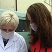 Волонтёры Красного Креста оказывают помощь пожилым людям на самоизоляции