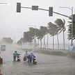 Тайфун «Мангхтун» бушует на побережье Китая, есть жертвы (Видео)