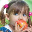 Ученые: большинство людей неправильно едят яблоки. Как нужно?