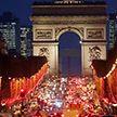 Париж превратился в город огней