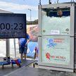 Мировой рекорд: австриец два часа просидел в контейнере со льдом
