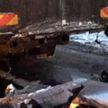 Легковой Volkswagen догнал впередиидущий грузовик Volvo и врезался в него